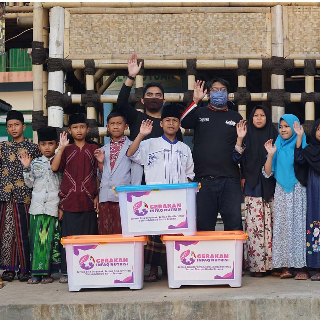 KIRIMKAN PAKET NUTRISI KEPADA PARA SANTRI, YATIM, DAN DHUAFA DI SELURUH INDONESIA